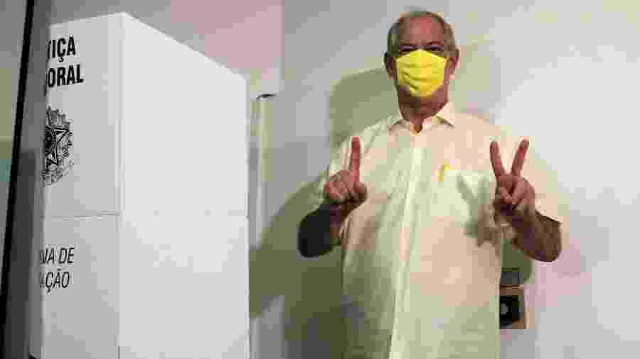 29.nov.2020 - O ex-governador do Ceará Ciro Gomes (PDT) votou na Secretaria Estadual da Saúde, acompanhado de José Sarto (PDT), que foi eleito prefeito de Fortaleza. - XANDY RODRIGUES/FUTURA PRESS/ESTADÃO CONTEÚDO