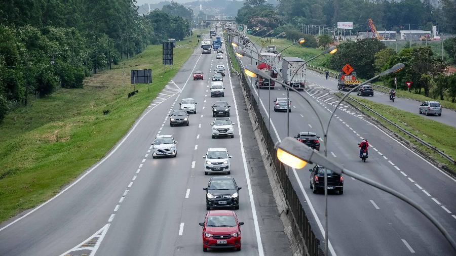 Na BR-116 (Presidente Dutra), na altura de Jacareí (SP), trânsito seguiu livre ao longo do dia - Luis Lima Jr/FotoArena/Estadão Conteúdo