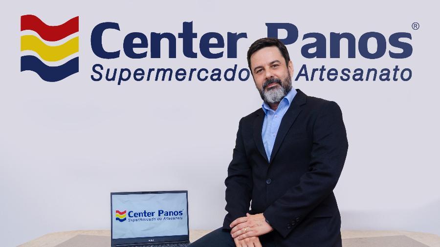 O ex-bancário Ronaldo Cordão abriu em 2004 a primeira loja da Center Panos, em Sumaré (SP) - Divulgação