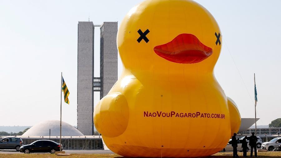 Pato da Fiesp em ação de 2015: mascote se tornou símbolo do apoio da entidade ao impeachment de Dilma - Pedro Ladeira/Folhapress