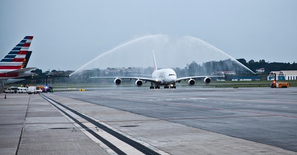 Batismo do A380 em seu primeiro voo comercial para o aeroporto de Guarulhos, em São Paulo