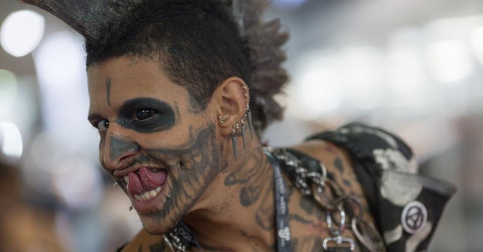 22.jan.2016 - Kurt saiu de São José do Rio Preto, interior de São Paulo, e era a primeira vez dele no Rio de Janeiro. Ele conta que modificações corporais e tatuagens têm sido sua profissão pelos últimos dez anos.