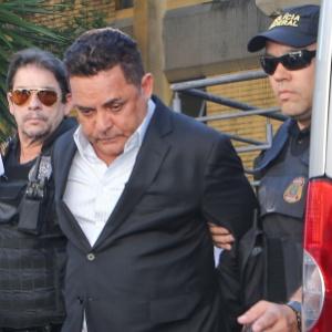 O empresário Ronan Maria Pinto, dono do Diário do Grande ABC, é conduzido ppor policiais federais