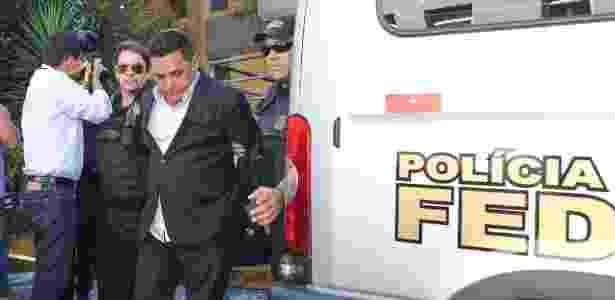 O empresário Ronan Maria Pinto, dono do Diário do Grande ABC, e preso preventivamente na 27ª fase da Operação Lava Jato, deixa o IML de Curitiba após passar por exame de corpo delito (1º.abr.2016) - Geraldo Bubniak/AGB/Estadão Conteúdo