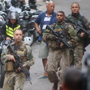 13.jun.2017 - Tiroteio na favela Pavão-Pavãozinho, em Copacabana, na zona sul