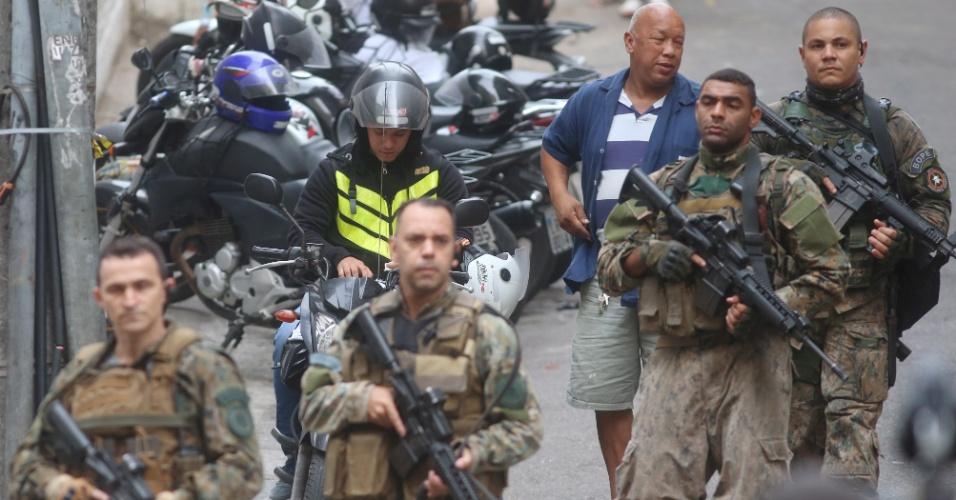 13.jun.2017 - Tiroteio na favela Pavão-Pavãozinho, em Copacabana, na zona sul do Rio. Policiais do Bope realizam operação na comunidade