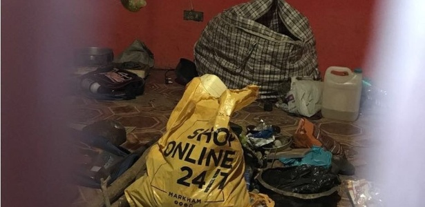 A polícia achou diversas partes de corpos humanos em uma batida na casa de um curandeiro - BBC