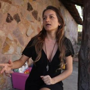 A terapeuta Gisele Aleixo está grávida e, diante do incêndio próximo ao povoado de São Jorge, decidiu deixar a região e ir para a casa dos pais, em Franca