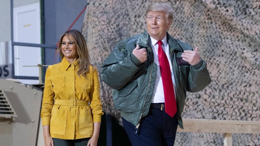 26.dez.2018 - Presidente dos EUA, Donald Trump, e a primeira-dama, Melania Trump, fazem uma visita surpresa às tropas dos EUA no Iraque - AFP