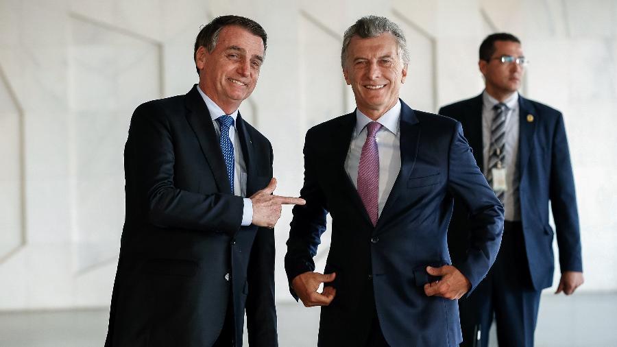 Jair Bolsonaro recebeu o presidente da Argentina com seu tradicional gesto de arma - Alan Santos/PR