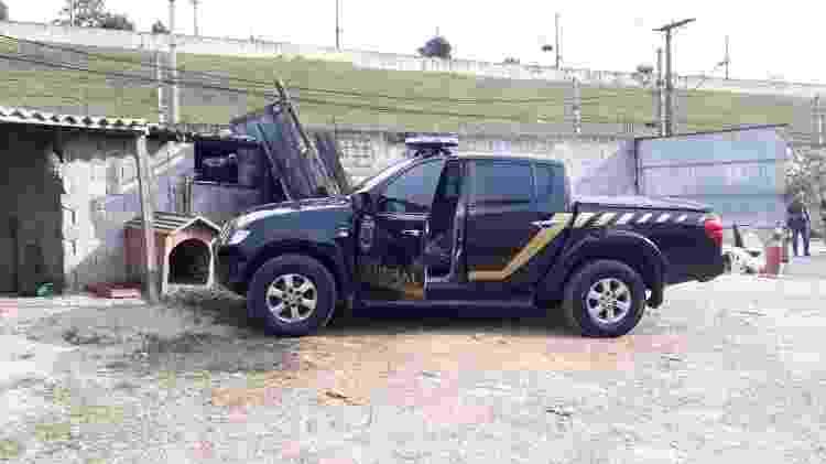 Carro clonado da PF encontrado na zona leste de SP depois de ter sido utilizado para roubar ouro no aeroporto de Cumbica - 25.jul.2019 - Divulgação/PRF