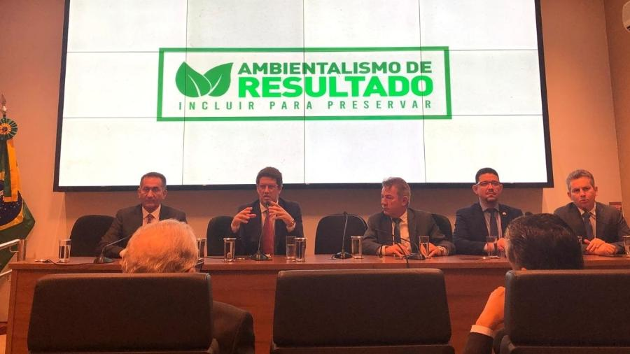Salles se reuniu em Brasília com os nove governadores de estados da Amazônia Legal para discutir queimadas e desmatamentos na região - Luciana Amaral/UOL