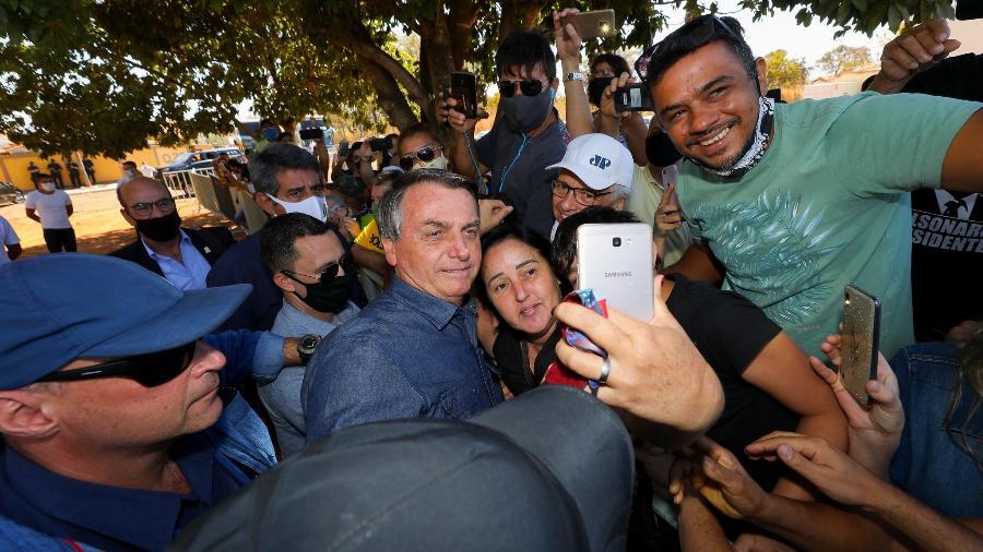 29.ago.2020 - O presidente Jair Bolsonaro (sem partido) participou de aglomerações sem usar máscara em Caldas Novas (GO) - Marcos Corrêa/PR