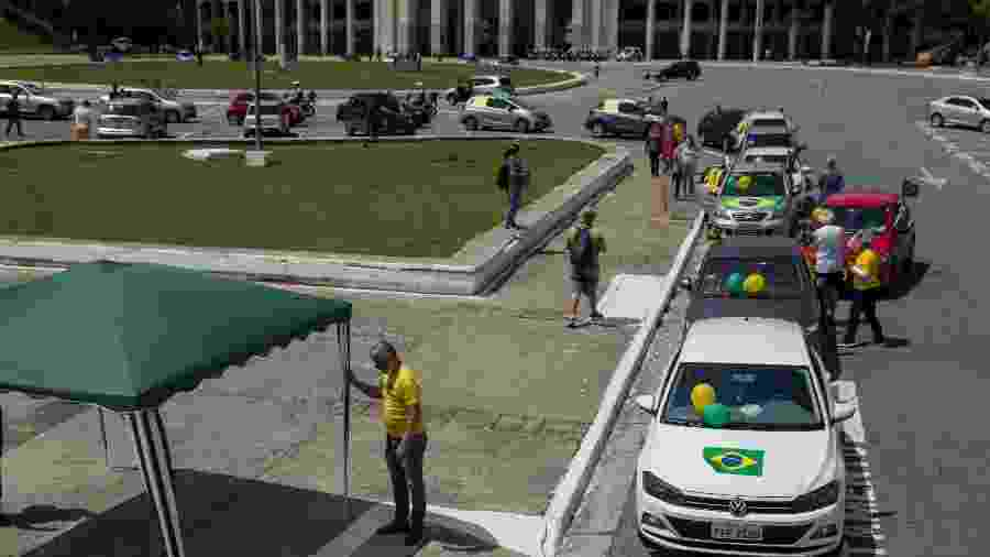 18.out.2020 - Grupo Vem Pra Rua realiza carreata na Praça Charles Miller, no Pacaembu (SP), contra a indicação de Kassio Marques ao STF)  - ROBERTO SUNGI/FUTURA PRESS/ESTADÃO CONTEÚDO