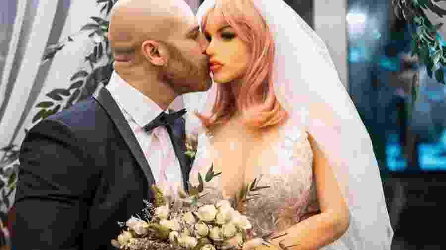 O fisiculturista Yuri Tolochko se casou com a boneca sexual, Margo - Reprodução/Instagram/@yurii_tolochko