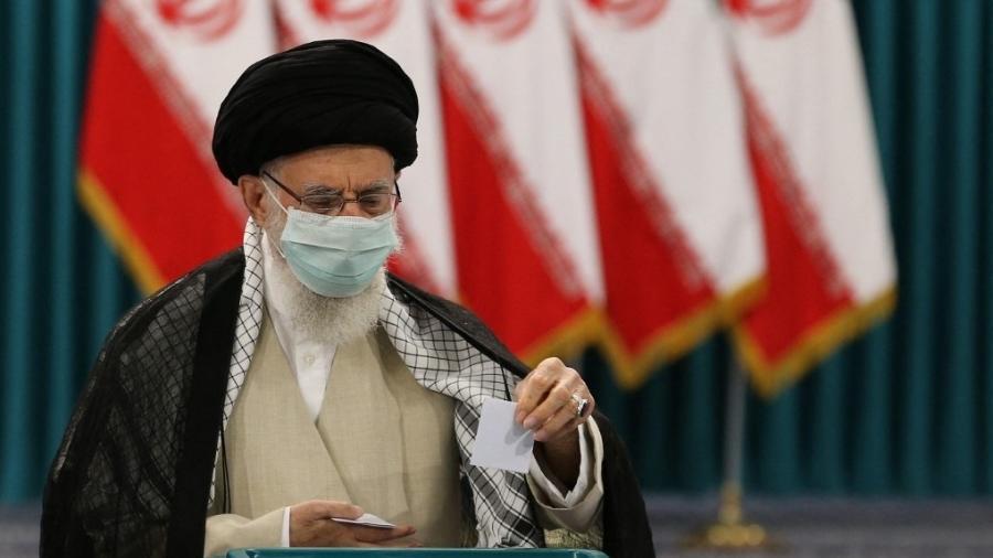Irã diz que reagirá a qualquer ameaça de segurança após ataque a navio - Atta Kenare/AFP