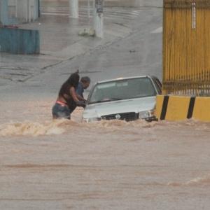 Chuva forte causou alagamento na rua Cabo Adão Pereira, no bairro de Pirituba, região oeste de São Paulo