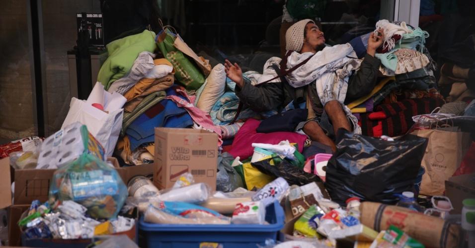 5.mai.2016 - Estudantes retiram pertences da sede do Centro Paula Souza, ocupado há uma semana. Há uma liminar de reintegração de posse a ser cumprida na manhã desta quinta