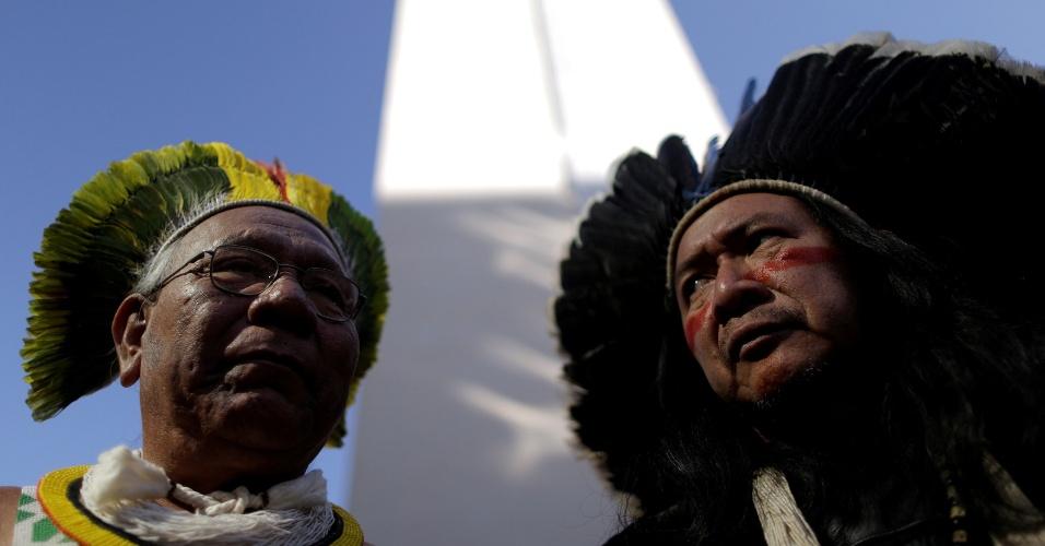 13.jul.2016 - Indígenas participam do Ocupa Funai, ato que pede o fortalecimento da Funai (Fundação Nacional do Índio), em frente a escritórios da entidade, em Brasília. A manifestações acontece em várias cidades brasileiras e é contra a chamada CPI da Funai, além de demonstrar preocupação com a demarcação de terras indígenas