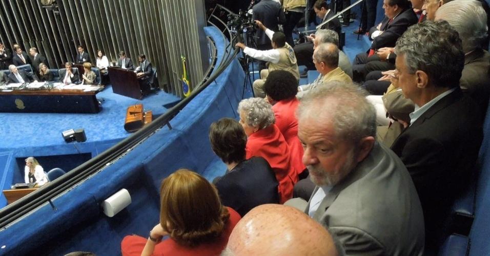29.ago.2016 - O ex-presidentre Luiz Inácio Lula da Silva acompanha da galeria o discurso da presidente afastada, Dilma Rousseff, no Senado Federal, em Brasília, onde ela apresenta sua defesa no processo de impeachment