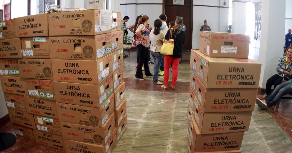 1º.out.2016 - A 33ª Zona Eleitoral de Campinas (São Paulo) distribuiu as 2.600 urnas eletrônicas que serão usadas nas eleições. Na cidade, serão 253 pontos de votação