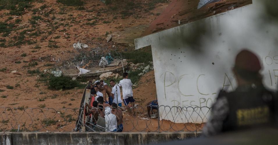 16.jan.2017 -  A Polícia Militar do Rio Grande do Norte entrou na Penitenciária Estadual de Alcaçuz, em Nísia Floresta (25 km de Natal), para tentar retomar o controle do local