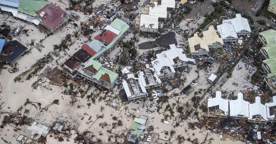6.set.2017 - Em mais uma foto aérea, os danos provocados pelo furacão Irma na cidade de Philipsburg, capital da ilha de São Martinho