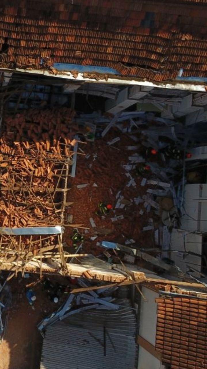 18.abr.2018 - Desabamento do teto de escola em Agudos, interior de São Paulo