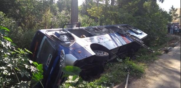 Acidente com ônibus deixa 13 feridos em Mogi das Cruzes, na Grande SP