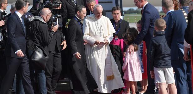 25.ago.2018 - Papa Francisco chega à Irlanda para uma visita de dois dias - Tiziana Fabi/AFP