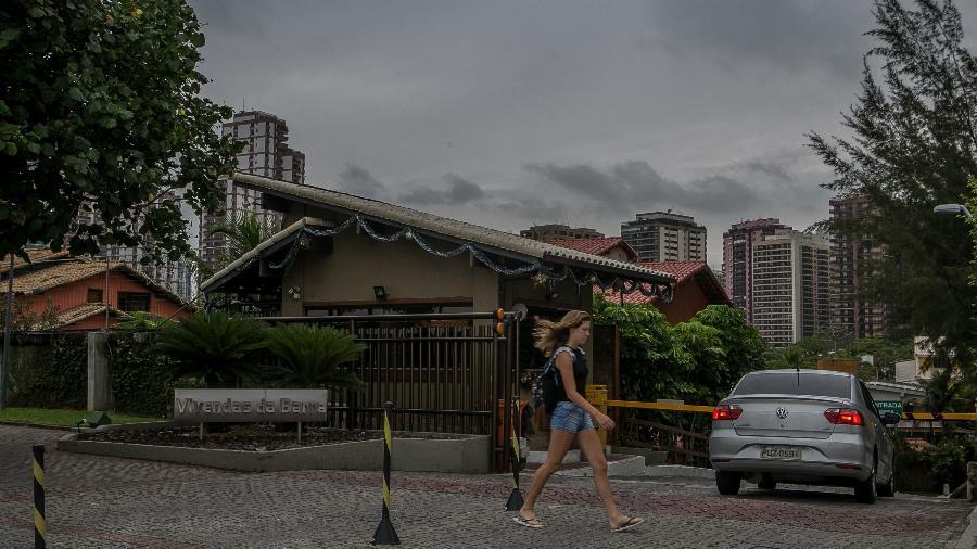 Fachada do condomínio Vivendas da Barra, localizado na Barra da Tijuca, na zona oeste do Rio de Janeiro, onde Jair Bolsonaro (PSL) mora - Raquel Cunha/Folhapress
