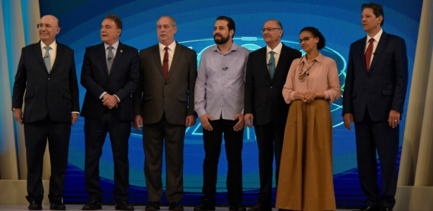 Candidatos posam para fotos antes do debate