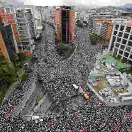 23.jan.2019 -  Manifestantes protestam nas ruas de Caracas, capital da Venezuela, em oposição ao governo de Nicolás Maduro - Adriana Loureiro/Reuters