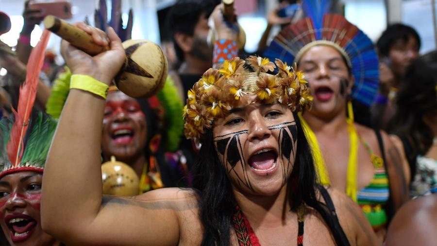 Lideranças indígenas ocupam o anexo do Ministério da Saúde, em Brasília, durante a primeira edição da Marcha das Mulheres Indígenas - Mateus Bonomi/Agif/Estadão Conteúdo