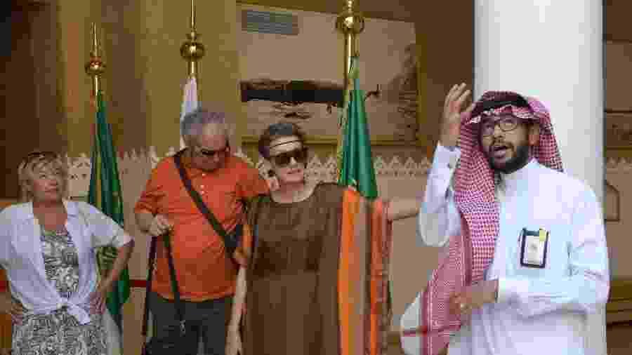 Turistas poloneses em Riad no museu de Masmak - FAYEZ NURELDINE / AFP
