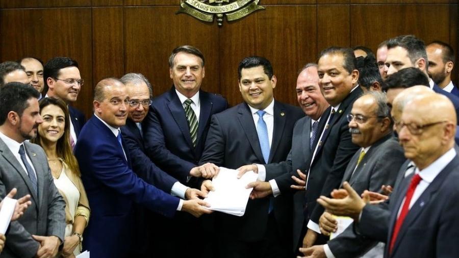 PEC Emergencial foi uma das três apresentadas nesta terça pela equipe econômica - Marcelo Camargo/Ag. Brasil