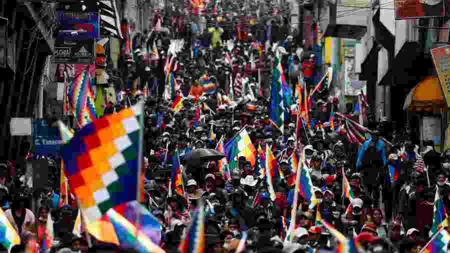 Apoiadores de Evo Morales marcham pelas ruas de La Paz, na Bolívia - Carlos Garcia Rawlins/Reuters