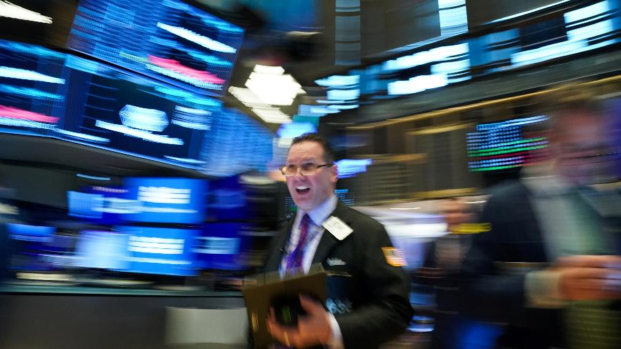 Operador na Bolsa de Valores de Nova York, EUA - BRYAN R SMITH