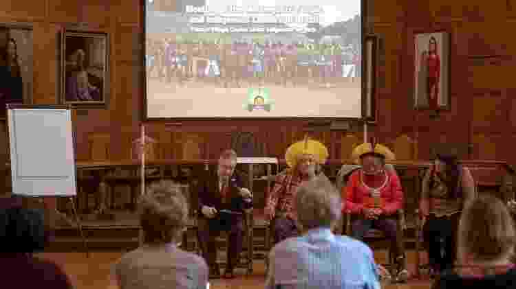 Evento em Oxford, no fim de janeiro, deu início a uma turnê mundial do cacique - Giovanni Bello/BBC News Brasil - Giovanni Bello/BBC News Brasil