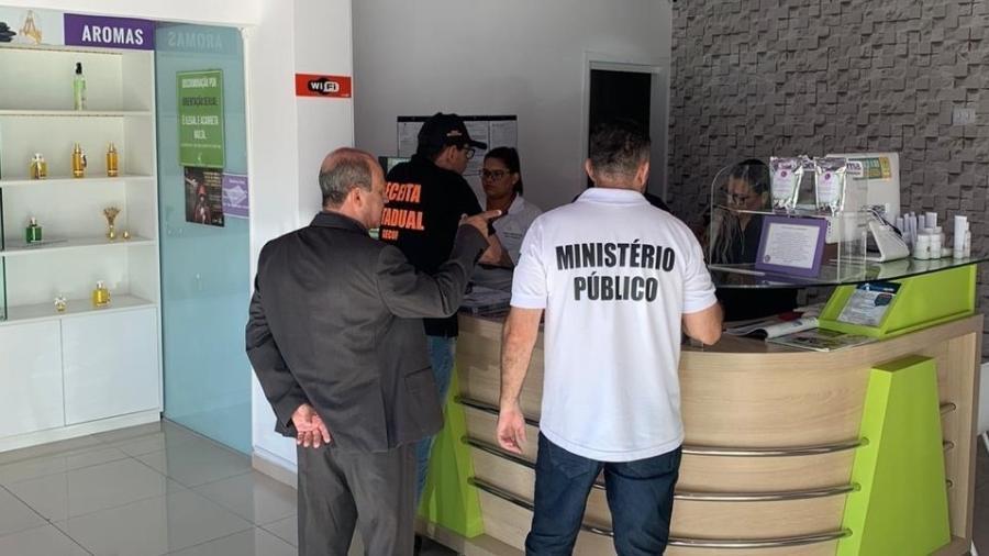 """Proprietária de farmácia em João Pessoa foi presa após anunciar venda de medicamento """"anticoronavírus"""" - Divulgação/Ministério Público"""