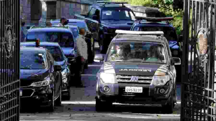 Polícia Federal no Palácio das Laranjeiras: Wilson Witzel vira o centro da nova pregação de Bolsonaro. Combate à Covid-19 serve aos corruptos. PGR vira área de manobras - Foto: Domingos Peixoto/Agência O Globo