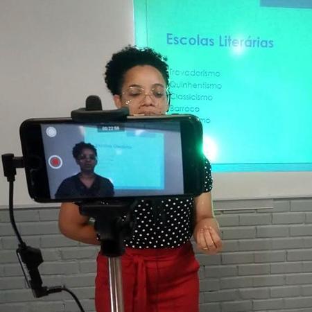 17.jul.2020 - Professora grava aula para ensino à distância na rede escolar do DF - Divulgação/Secretaria da Educação do Distrito Federal