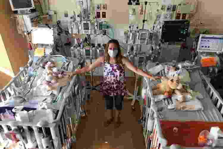 A mãe das gêmeas, Allyson, com as filhas após a cirurgia - Reprodução/GoFundMe - Reprodução/GoFundMe