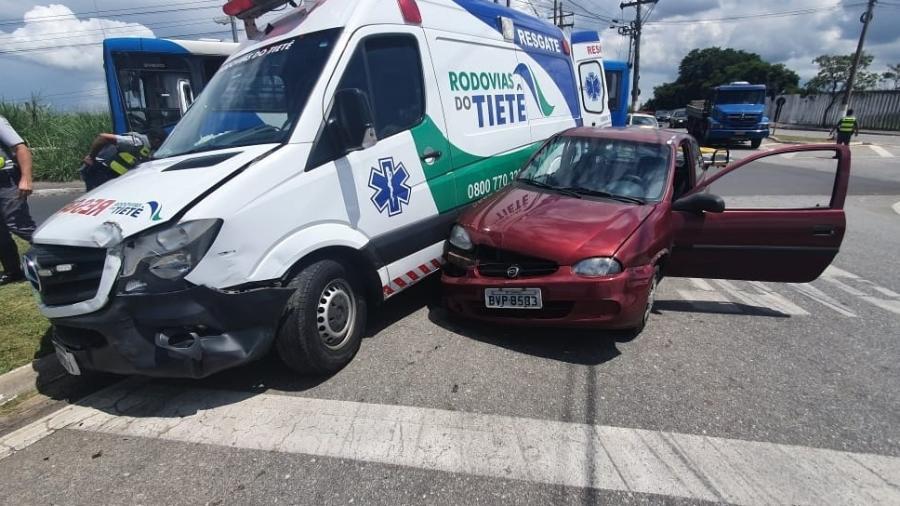 Homem rouba e bate ambulância no interior de São Paulo - Divulgação/PMR