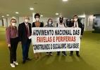 Movimento de favelas entrega pedido de impeachment de Bolsonaro  (Foto: Reprodução/Twitter Gleisi Hoffmann)