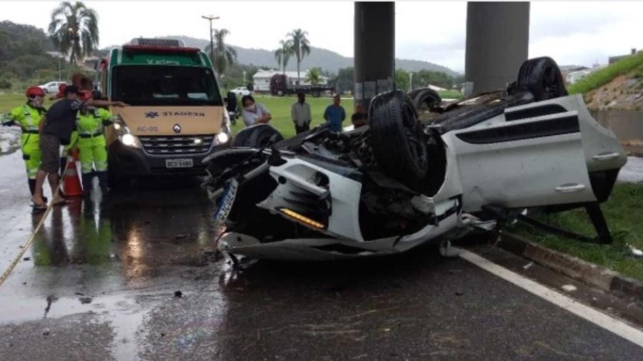 Acidente com Porsche em Miracatu deixou um morto e três feridos, entre eles, duas crianças - Divulgação