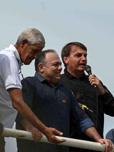 Pazuello e Bolsonaro na manifestação-comício que deflagrou a segunda crise entre o governo e os militares em três meses  - ANDRE BORGES / AFP