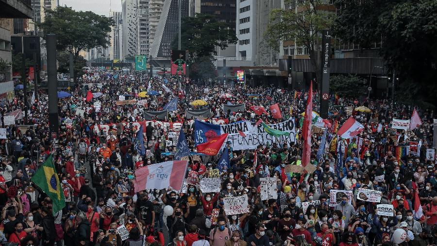 Milhares de manifestantes protestam contra o presidente Jair Bolsonaro, na avenida Paulista, em São Paulo - Eduardo Anizelli/ Folhapress