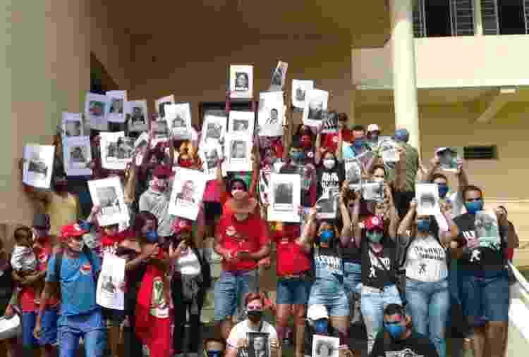 3.jul.2021 - Em João Pessoa, manifestantes prestam homenagem aos amigos e familiares mortos pela covid-19 - Reprodução/Twitter - Reprodução/Twitter