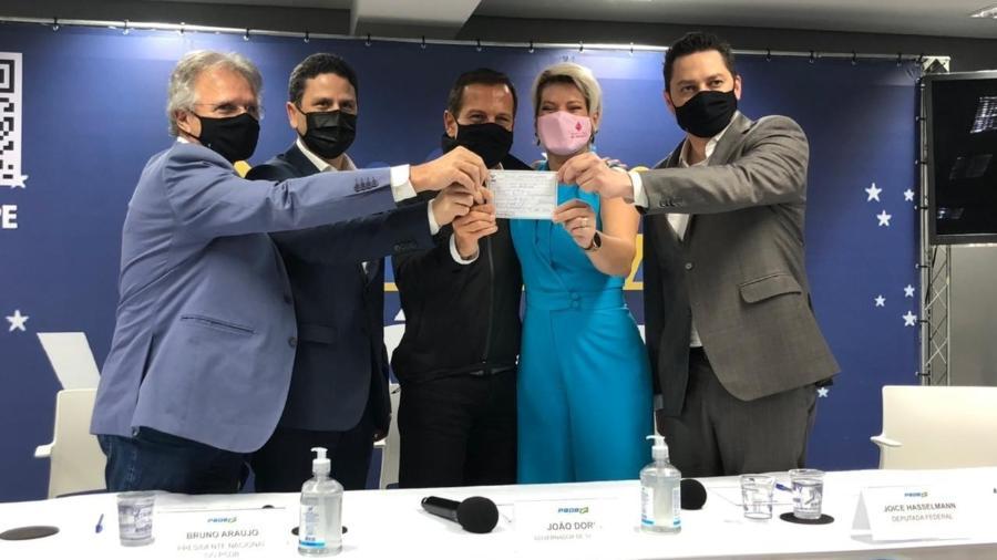 A deputada federal Joice Hasselmann se filiou ao PSDB nesta quinta (7) com a presença do governador João Doria (PSDB-SP) - Lucas Borges Teixeira/UOL